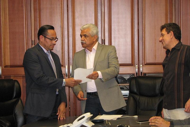 Roberto Valenzuela también agradeció a Érika Rodríguez Suárez su labor como encargada de esta Subdirección, para reincorporarse a su cargo como Jefa del Departamento de Finanzas