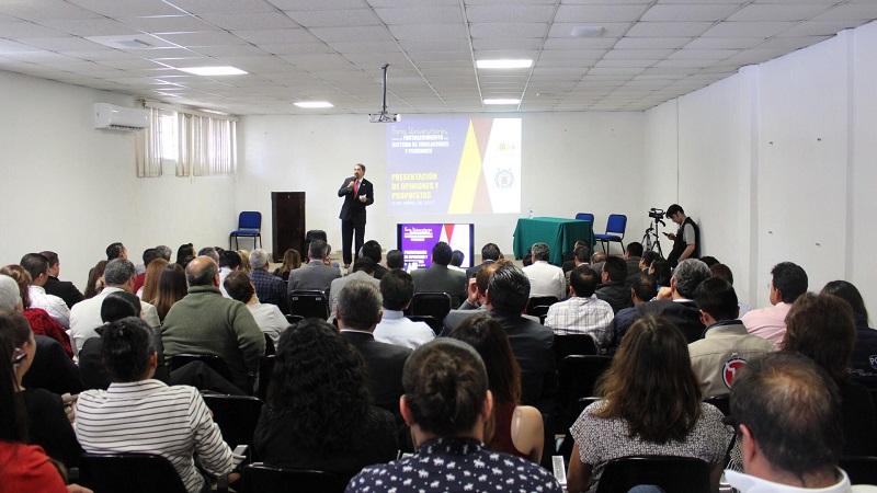 Se escucha la voz de los nicolaitas de Uruapan, durante el cuarto Foro Universitario para el Fortalecimiento de Jubilaciones y Pensiones