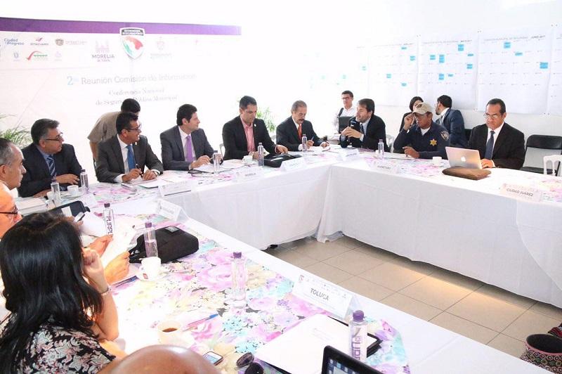 Con la presencia de representantes en materia de seguridad de 13 Municipios del país, Bernardo León Olea, destacó puntualmente que a lo largo de la jornada los representantes de los municipios homologaron información y agendas tendientes a establecer un mismo modelo policiaco