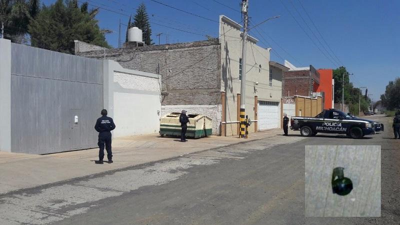 Al arribar al lugar, los elementos policiales localizaron la granada y procedieron a resguardar el perímetro siguiendo los protocolos legalmente establecidos