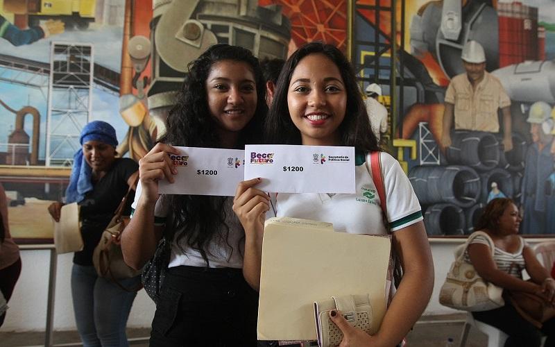 Beca Futuro 2016-2017 apoya a estudiantes a partir de segundo grado de secundaria hasta tercer año de licenciatura