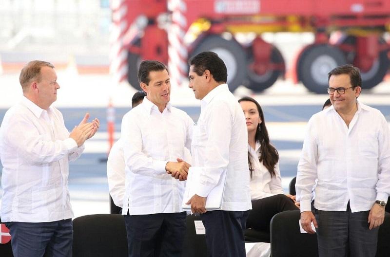 Con la nueva terminal de contenedores el Puerto de Lázaro Cárdenas se pone a la altura de los puertos de Singapur y Shangai: Silvano Aureoles
