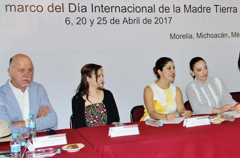 Por su parte, la diputada Adriana Hernández, señaló que conocer la frágil situación en la que se encuentran las tolvaneras del Lago de Cuitzeo, así como la contaminación en los ríos Duero y Cupatizio, nos permite entender la importancia de reconocer a la tierra como un hogar