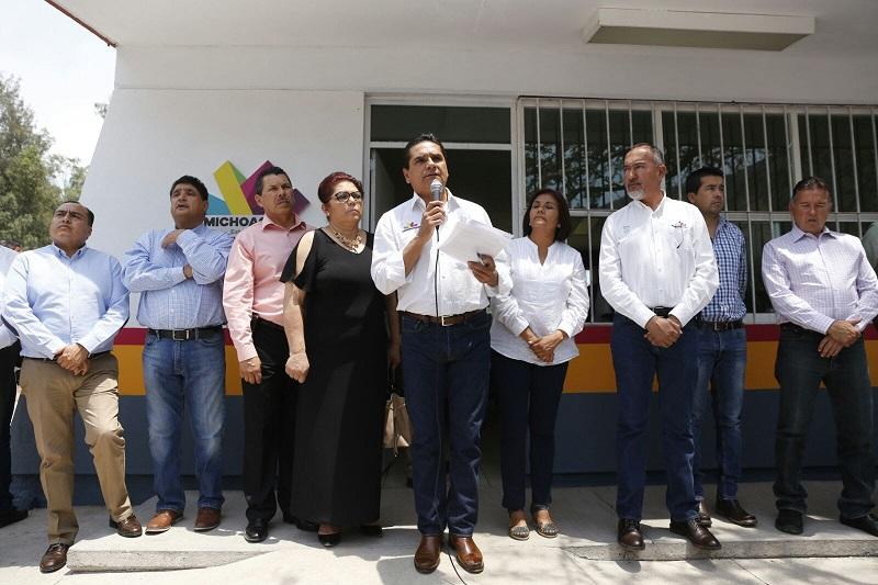 Ante los niños y niñas que acuden al CAM, Silvano Aureoles destacó que una de las prioridades del Gobierno que encabeza, es trabajar por el bienestar de las futuras generaciones