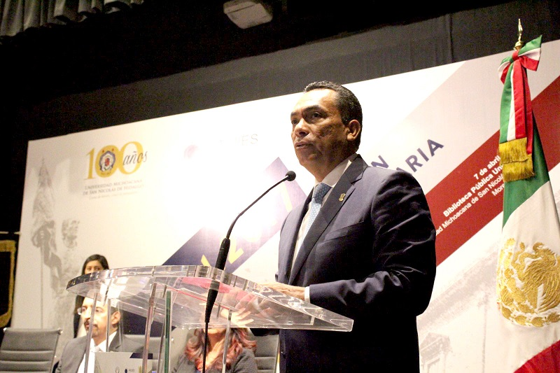 En el marco de los festejo de los 100 años de vida de la UMSNH, el encargado de la política interna acudió a la inauguración de la sesión, en la que participan 28 representantes de instituciones