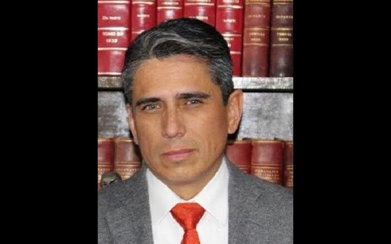 Santillán Gutiérrez dijo que para llegar a la dirección se requieren muchas cosas, entre ellas, que haya una sinergia de trabajo con toda la comunidad y mucha responsabilidad por parte de los docentes