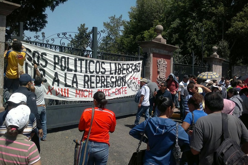 Durante su movilización, esta vez la CNTE no bloqueó en su totalidad el tránsito vehicular, pero si lo entorpeció por momentos en dirección a la Salida a Pátzcuaro