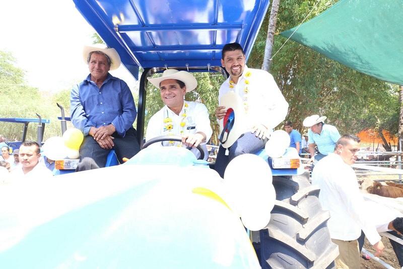 Además, Aureoles Conejo encabezó el Desfile por las Fiestas Tradicionales de Pascua 2017
