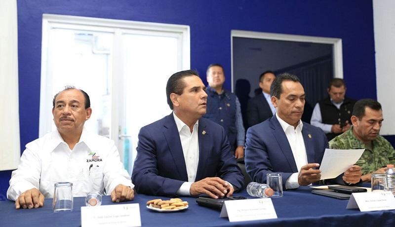 Al concluir la reunión, Aureoles Conejo saludó a los niños del Campamento de Pascua 2017 que se encontraron en las instalaciones de seguridad pública del municipio