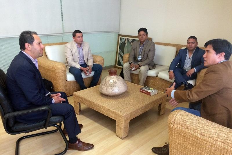 En representación de Arcelor Mittal, el gerente de Asuntos con Gobierno, Jorge Dillon Caballero, le expuso al titular de la Sedeco los proyectos que la empresa tiene en Michoacán y las condiciones de nuevas estrategias