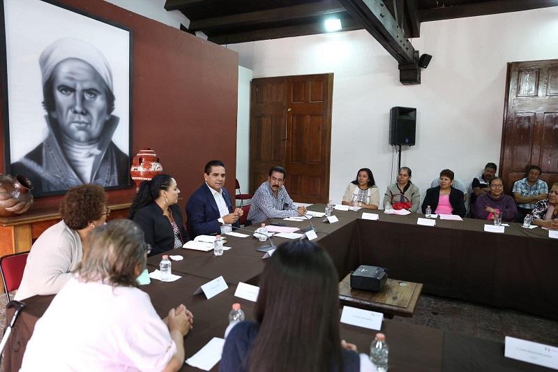 En la reunión que tuvo lugar en Casa de Gobierno, donde recibió al grupo que encabeza Martha Lilia Cortés Rangel, el mandatario estatal sostuvo que el Gobierno que encabeza está atento a las necesidades de las michoacanas