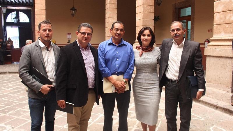 Macarena Chávez les afirmó que el Congreso del Estado y su oficina siempre estarán abiertos para recibir sus propuestas, inquietudes y recoger sus necesidades