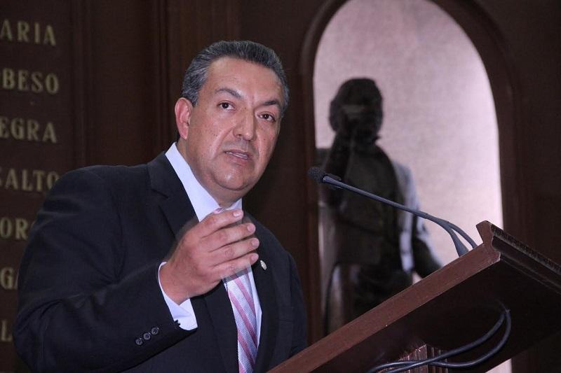 Lázaro Medina calificó de costosa y poco segura la actual carretera Siglo XXI