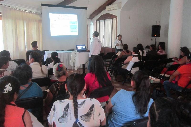 La directora general del Sistema DIF Michoacán, Rocío Beamonte, detalló que el taller cumplió con el objetivo dar a conocer a los participantes qué es la Contraloría Social, cuáles son los beneficios sociales de ser parte de un comité de contraloría social