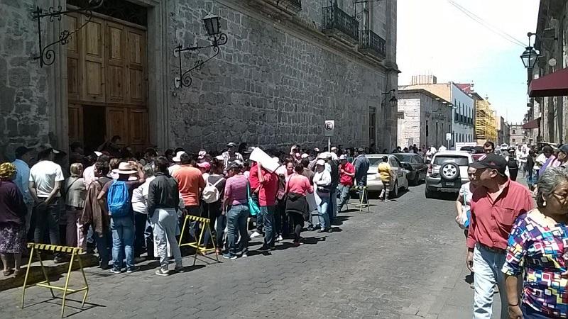 Los estudiantes antorchistas se manifestaron pacíficamente y no cerraron ninguna vialidad (FOTO: MARIO REBOLLAR)