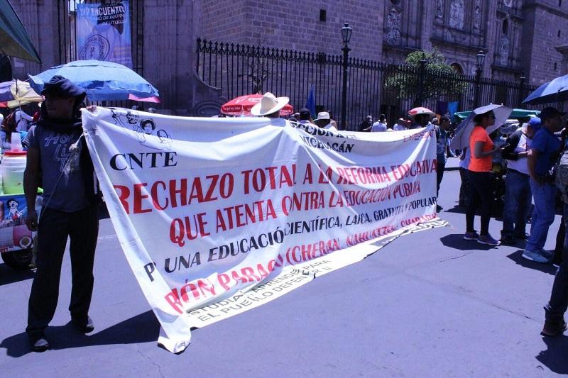 Cabe mencionar que el bloqueo sobre la Avenida Madero se mantuvo durante más de una hora, en espera de que fuera atendida en Palacio de Gobierno una comisión de representantes del contingente