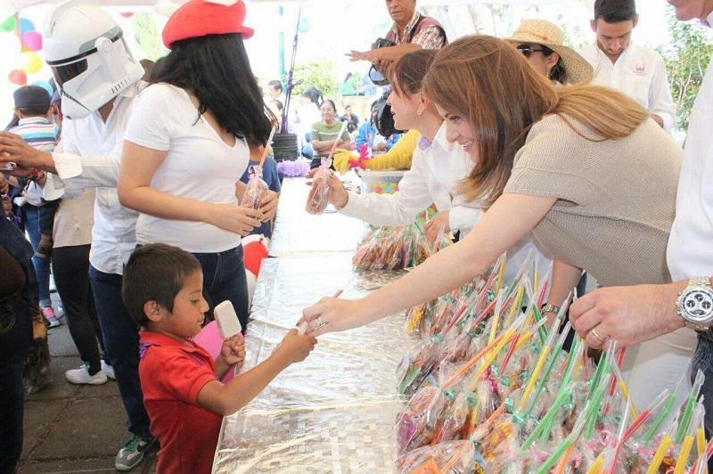 La Presidenta del DIF precisó que ayer martes las actividades se programaron en las tenencias de Chiquimitío y Atapaneo y que el próximo domingo 30 de abril, se tiene listo el gran festejo en la Plaza Valladolid
