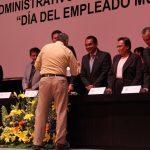 López Solís, de igual manera, participó en la entrega de nombramientos de bases laborales hacia los empleados del Ayuntamiento moreliano