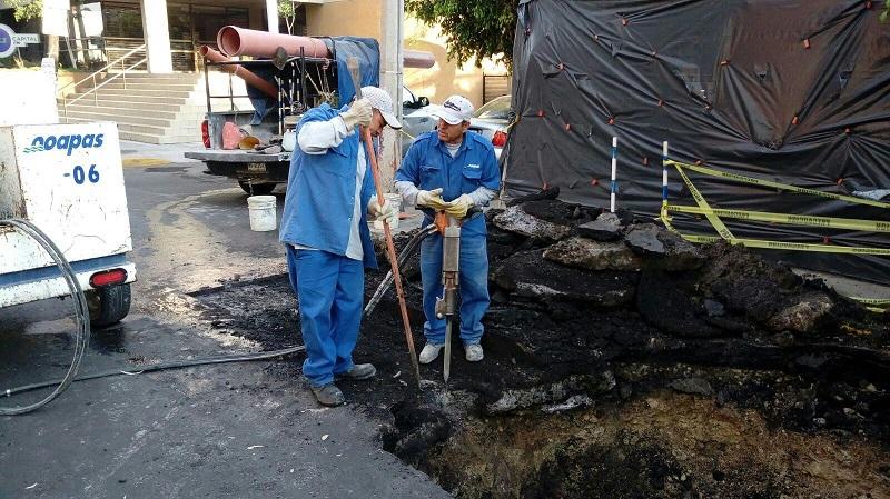 Roberto Valenzuela, director del Organismo recordó que la vida útil de un tubo de drenaje de esas características es de 15 años la que evidentemente ya había sido superada por lo que se tendrá que abrir el asfalto para reparar la línea de aproximadamente 100 metros lineales