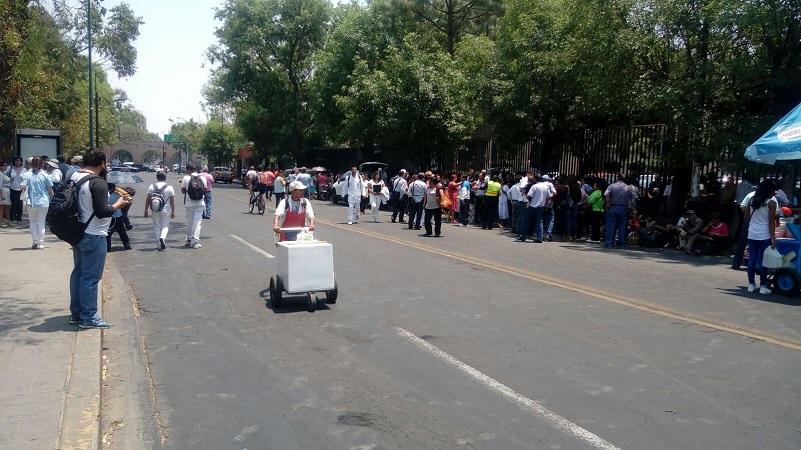 La manifestación provocó un operativo vial para desviar el tránsito vehicular, lo que provocó complicaciones viales en la zona (FOTO: MARIO REBOLLAR)