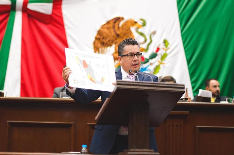 Lo anterior como resultado de la última Encuesta Nacional Contra las Adicciones, en donde el municipio de Apatzingán, ocupa el primer lugar a nivel nacional en el consumo excesivo de alcohol en el Estado en niñas y niños de primaria, con el 4.2%, contra un 2.4% que es la media nacional