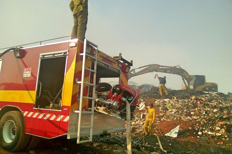 Se ha dispuesto un operativo completo que incluye pipas, retroexcavadoras, máquinas de rescate y al menos 20 elementos de bomberos