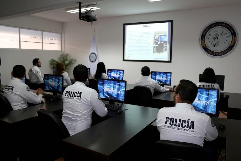 El Centro cuenta con tecnología de punta para realizar trabajos de investigación