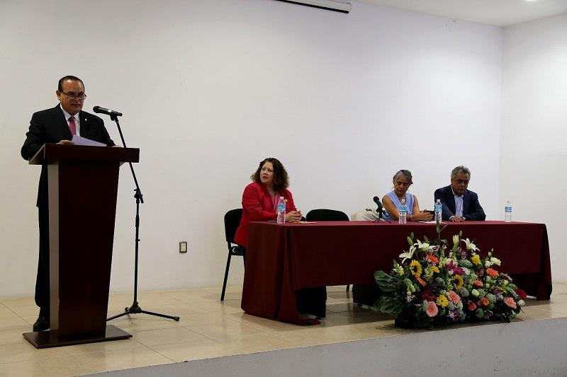 Godoy Castro hizo referencia al artículo 4° de nuestra Constitución, en el cual se dispone el derecho humano a la igualdad entre el varón y la mujer, y establece la prohibición de discriminar por razón de género