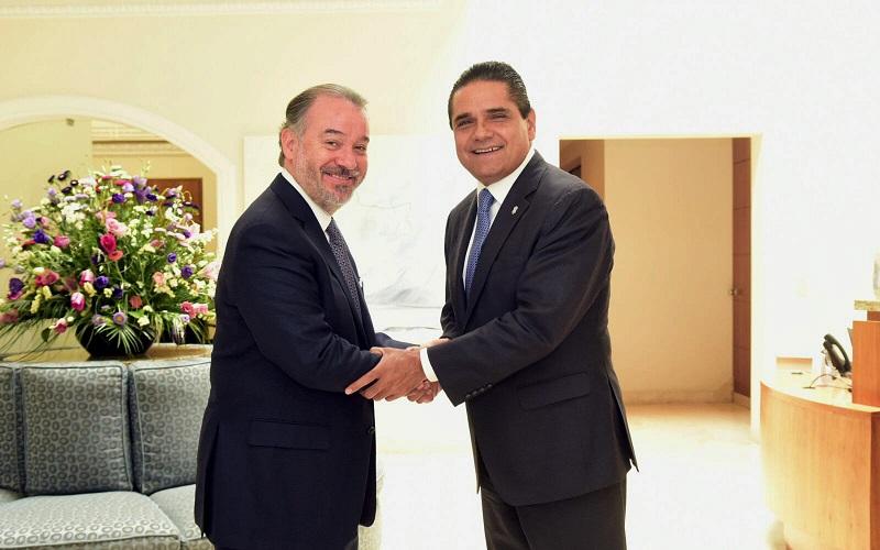 Ambos refrendaron su compromiso y disposición de seguir colaborando en las labores que permitan garantizar la tranquilidad y el desarrollo a las y los michoacanos