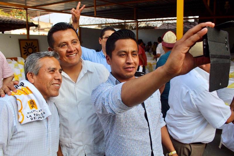 Torres Piña recalcó que el desarrollo de México no se puede entender sin la participación decidida del PRD, toda vez que es la fuerza de izquierda que enarbola la exigencia de un país justo, incluyente y con oportunidades para todos