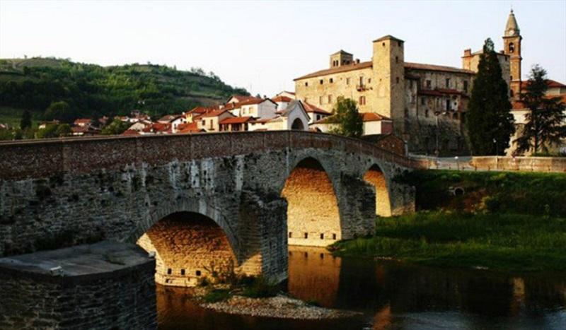 Daniele Galliano, alcalde de la localidad, explica que el éxodo rural de las últimas décadas ha causado la migración de los jóvenes, llegando a tal punto que el porcentaje de natalidad llega a ser casi nulo