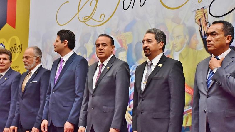 El diputado destacó que Miguel Hidalgo y Costilla a pesar de no ser nato de Michoacán, fue adoptado como michoacano, ya que sus estudios los realizó en estas tierras, llevó las riendas del Colegio de San Nicolás, se convirtió en mentor del Generalísimo Morelos