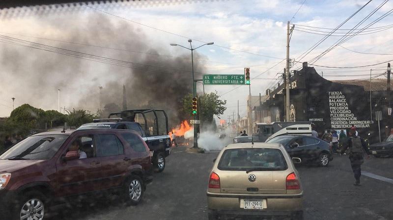 Al lugar han llegado unidades de la Policía Michoacán para acordonar la zona (FOTO: CORTESÍA)