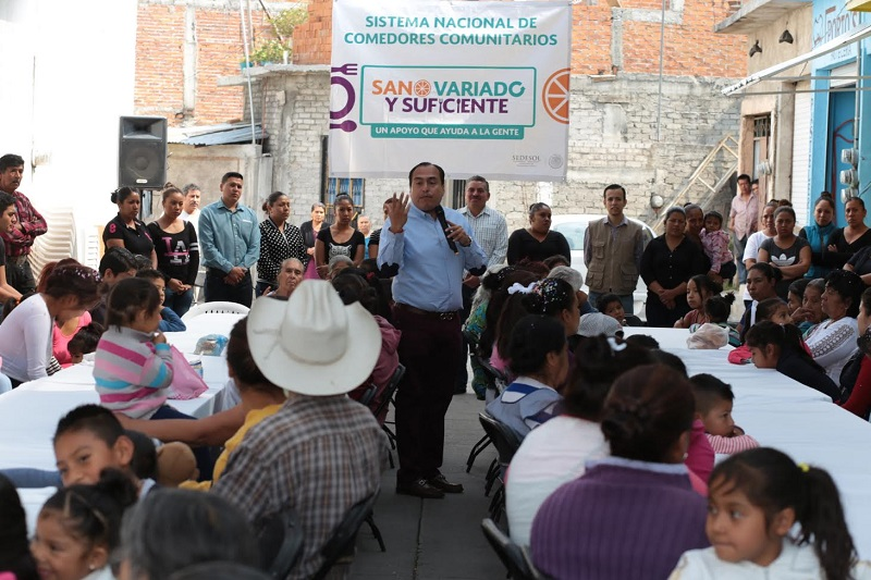 Por la mañana Color Gasca, acudió a la Ventanilla de la Pensión para Adultos Mayores en Morelia para saludar a los beneficiarios y verificar que la atención que se ofrece sea de manera eficiente