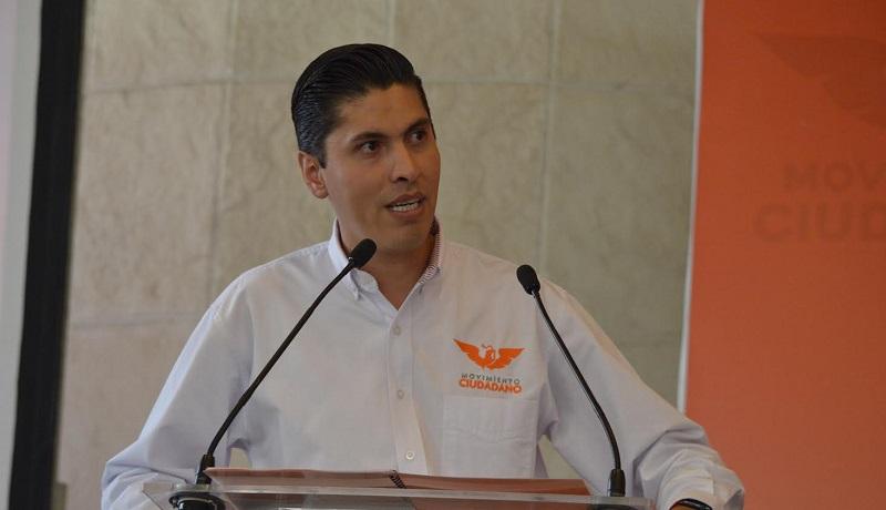 """Por eso proponemos una vez más, la revocación de mandato para que el que legislador que no cumpla con su trabajo, se vaya, y que sean conscientes de que este tipo de cambios son una pena"""", recalcó Paredes Andrade"""