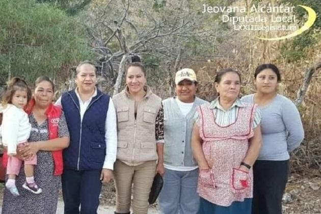 """Jeovana Alcántar enfatizó que """"en el día de las madres debemos homenajear a ese ser amado que nos dio la vida, y de manera especial reconocer a todas aquellas madres de familia en distintas condiciones sociales"""""""