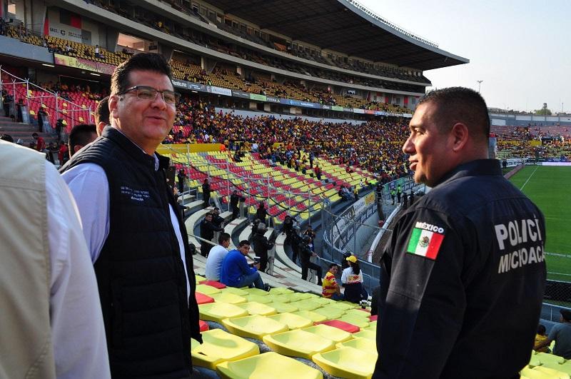 Previo al juego, el secretario de Seguridad Pública, Juan Bernardo Corona, encabezó este operativo de vigilancia para monitorear el orden social y evitar incidentes