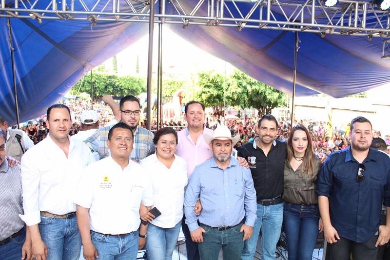 Manuel López Meléndez, después de inaugurar el gimnasio, realizó un evento para celebrar a las mamás del municipio de Panindícuaro y la región