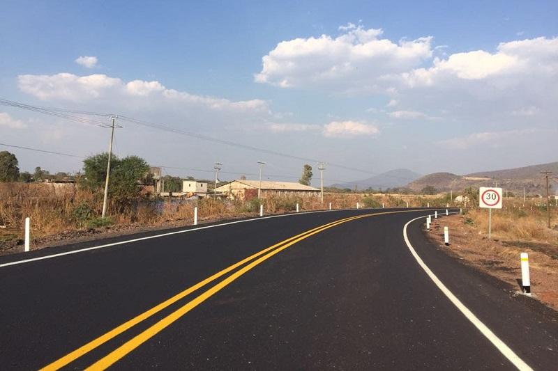 El camino Puruándiro – Villa Morelos, que es transitado diariamente por 4 mil 800 vehículos, presentaba condiciones de profundo deterioro que implicaban riesgos latentes de accidentes viales