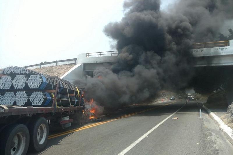 Los bloqueos y la quema de automotores, que se registró en la zona de Cuatro Caminos, fueron intentos del crimen organizado por impedir las acciones de fuerzas federales y estatales