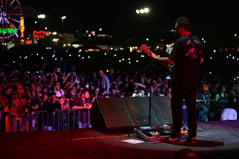 Molotov saltó al escenario a las 21:15 horas para poner a cantar a las y los michoacanos que esperaban a la agrupación desde temprana hora
