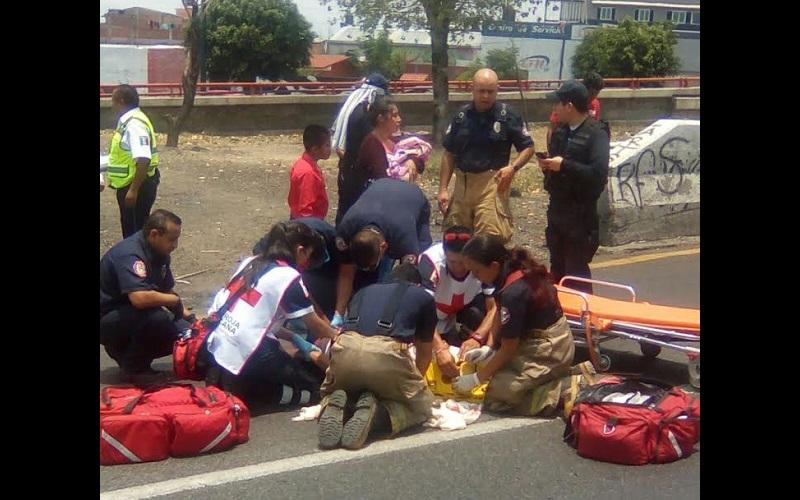 Las víctimas fueron auxiliadas por la Coordinación de Protección Civil y Bomberos de Morelia, así como por la Policía Michoacán (FOTO: FRANCISCO ALBERTO SOTOMAYOR)