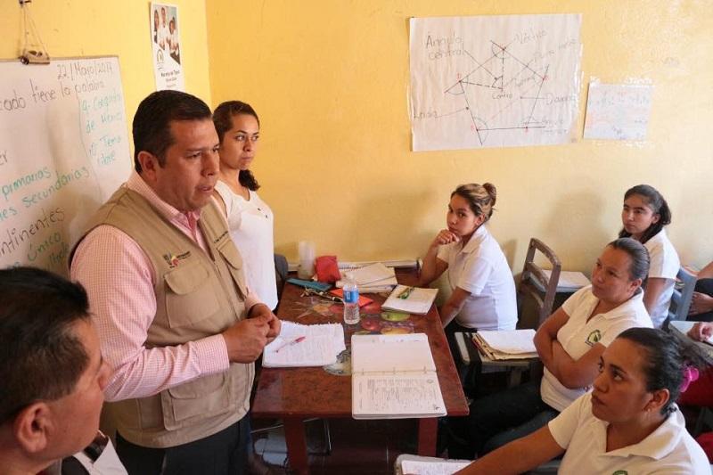 En la localidad de Los Ajolotes, Barragán Vélez se presentó con los asesores y la comunidad educativa, a quienes les presentó su plan de trabajo y refrendó su interés de mantener acercamiento con los centros para una mejor operatividad