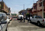 Las personas después de haber cometido el ilícito se dieron a la fuga a bordo del vehículo, por lo que vecinos solicitaron el apoyo a la línea de emergencias y en cuestión de minutos arribaron unidades de la Policía Michoacán y de la Cruz Roja