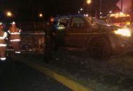 Testigos informaron que la camioneta venía circulando sobre la Avenida Miguel Hidalgo cuando repentinamente el conductor perdió el control de la unidad para chocar contra la banqueta y volcar para posteriormente quedar recargada en una malla