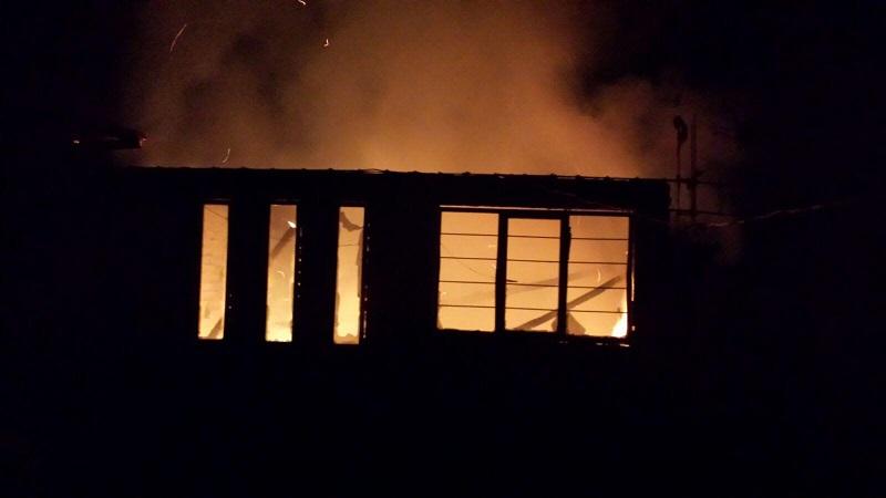 Muere mujer calcinada en el interior de su vivienda; el incendio aparentemente fue provocado por su hijo