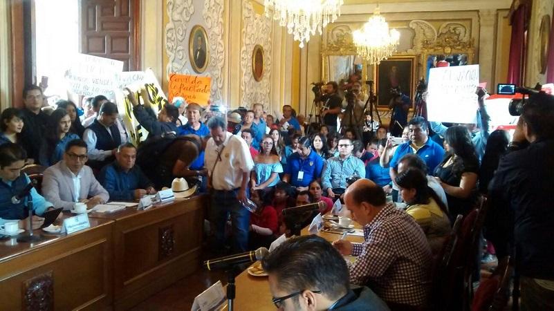 Los manifestantes demandan que les sean cumplidas una serie de exigencias en cuanto a dotación de servicios públicos (FOTO: RAFAEL PINEDA)