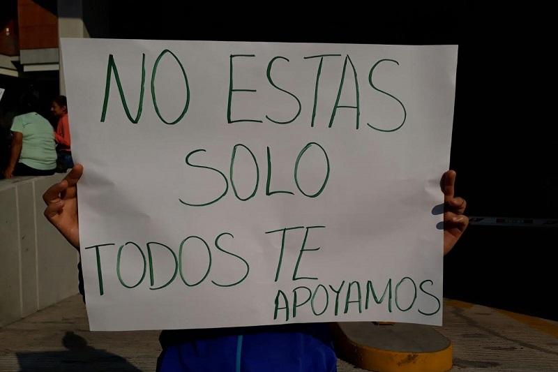 """Manifestantes aseguran que el detenido es inocente y sólo está siendo usado como """"chivo expiatorio"""", por lo cual exigen su liberación inmediata"""