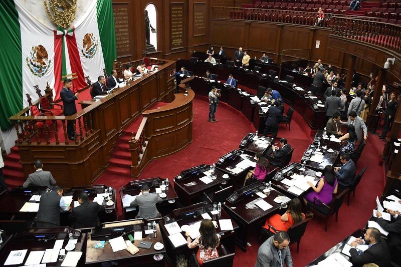 Los diputados Mario Armando Mendoza, Yarabí Ávila, Andrea Villanueva, Daniel Moncada, Raymundo Arreola y Belinda Iturbide, hicieron uso de la tribuna para hablar a favor del dictamen