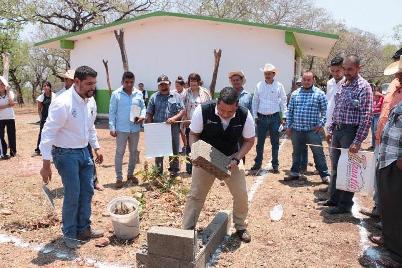Barragán Vélez indicó que el gobierno que encabeza Silvano Aureoles trabaja en el mejoramiento de estructuras y espacios educativos para garantizar la formación académica de los michoacanos